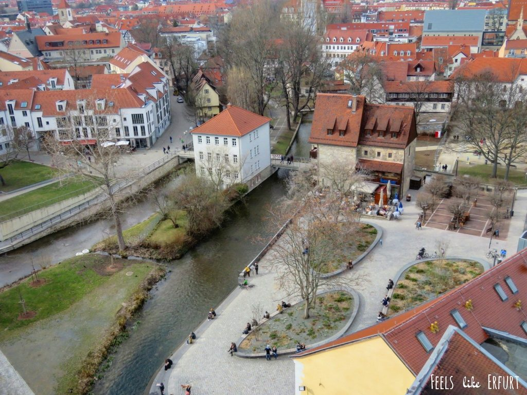 Blick von oben auf das Augustiner Bräu und die Fläche hinter der Krämerbrücke in Erfurt