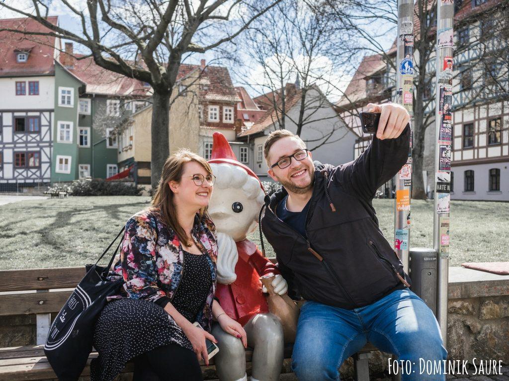 Sandmann-Figur hinter der Krämerbrücke in Erfurt - Ein guter Ort für ein Selfie zur Erinnerung
