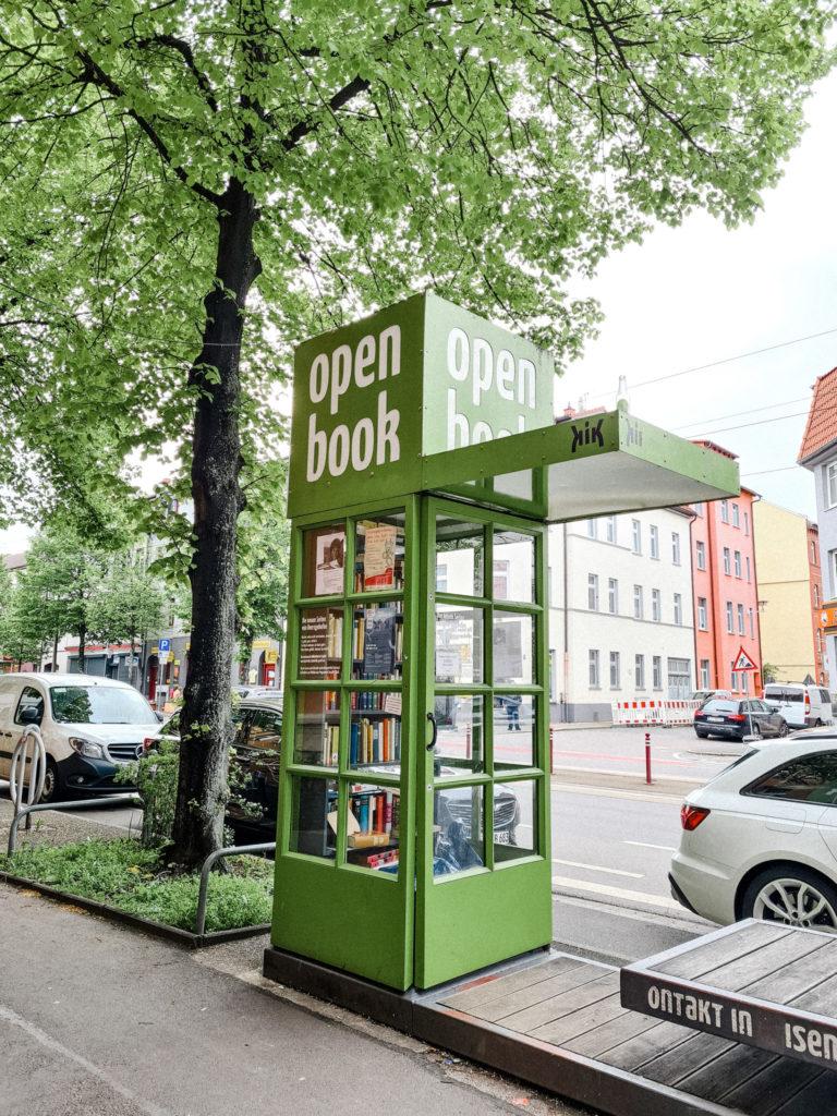 Bücherschrank in der Magdeburger Allee